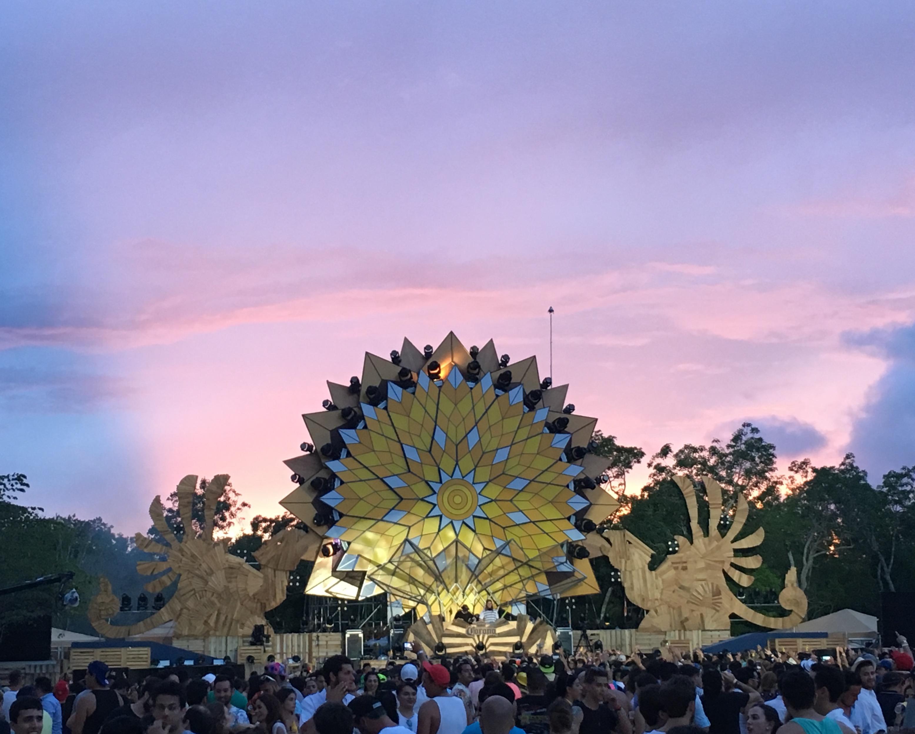Vero makes Mexico debut at Corona Sunsets